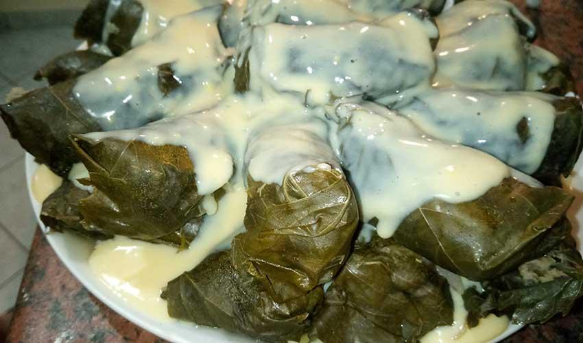 Ντολμαδάκια με κιμά αυγολέμονο
